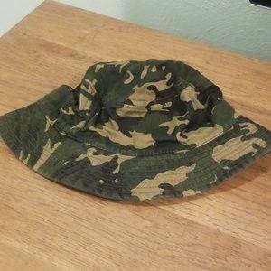Boys camo bucket hat.